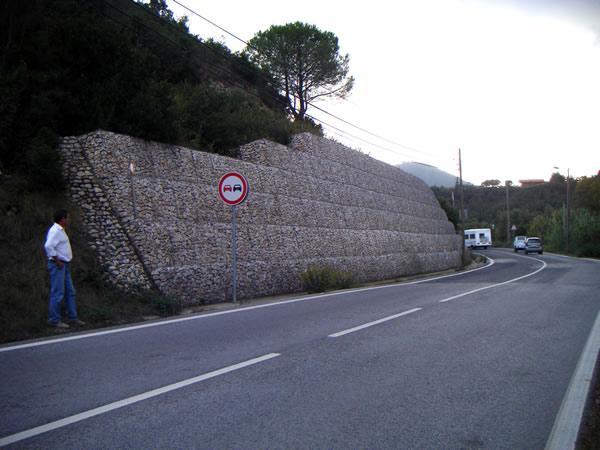 格宾石笼道路防护