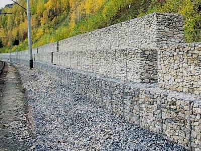 铁路边坡防护格宾挡墙